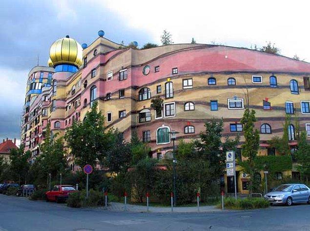 Лесная спираль — здание Хундертвассер (Дармштадт, Германия)