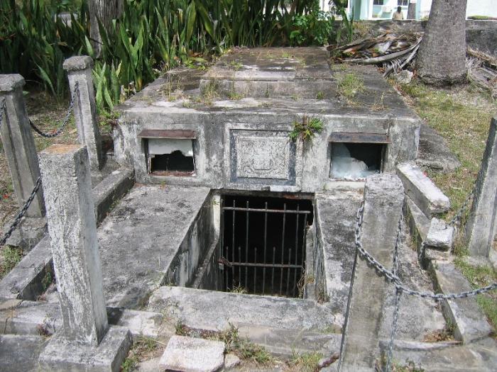 Семейный склеп Чейзов - место, где сами по себе двигались гробы.