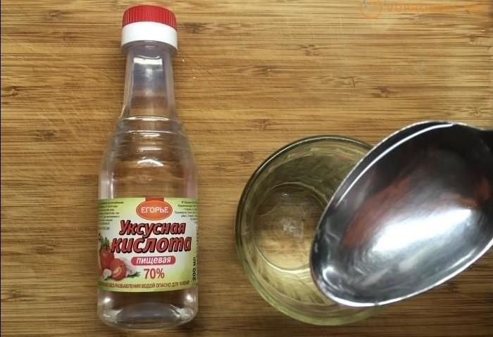 Если смешать уксус с содой, белый продукт усилит его свойства / Фото: i.mycdn.me