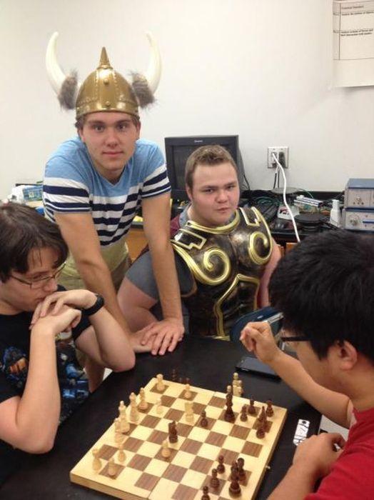 юморные фото про шахматы девочка