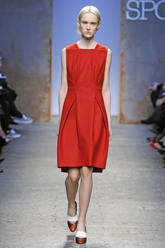 15 лучших красных платьев из осенне-зимних коллекций | галерея [3] фото [3]