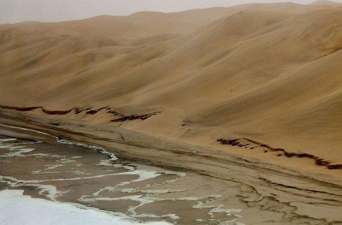Намиб - самая древняя пустыня.