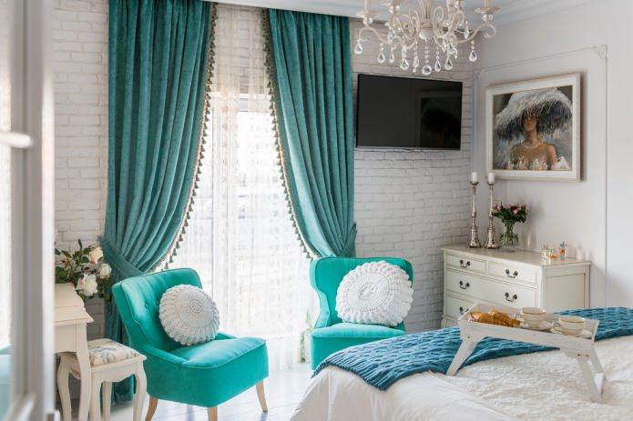 бирюзовые кресла и шторы