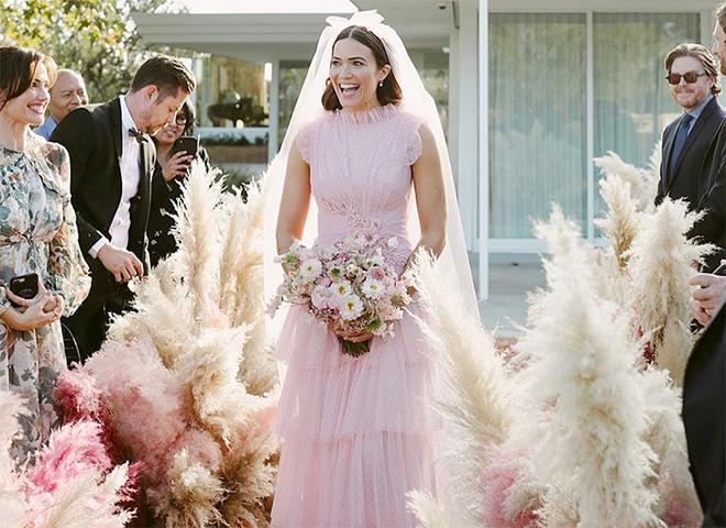 От фуксии до пыльной розы — 9 розовых платьев, которые нас покорили (фото 28)
