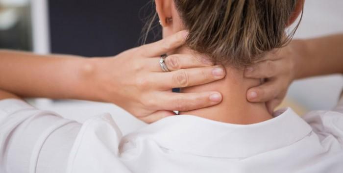 Боль в грудной клетке посередине и шее