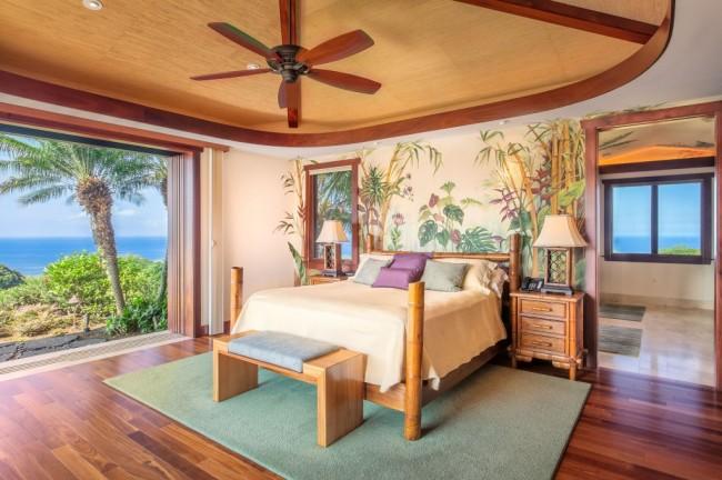 Традиционная спальня с нотками экзотики