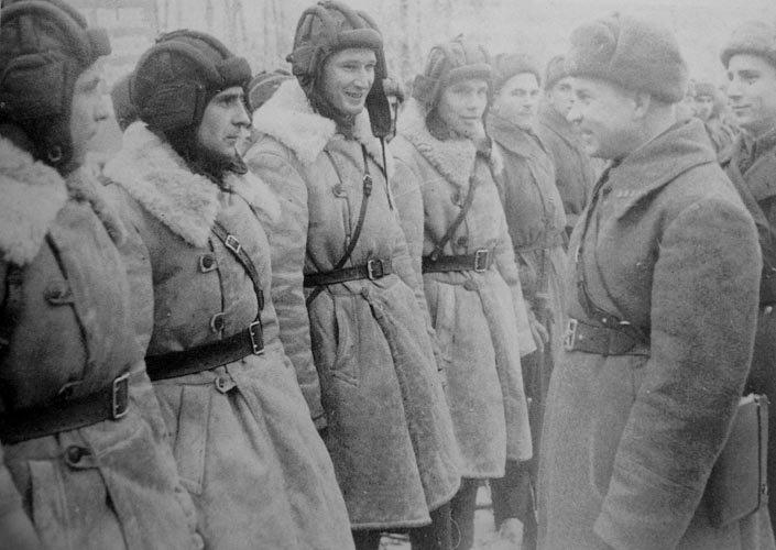 Советские танкисты в монгольских полушубках