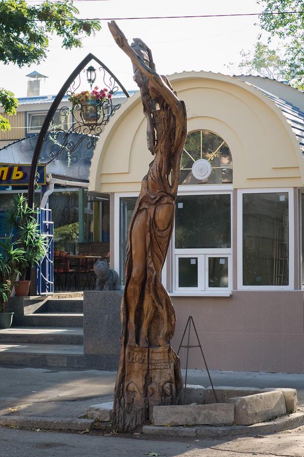 derevyanniestatui 11 Деревянные скульптуры в Симферополе