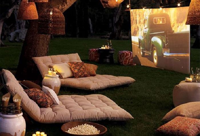 Можно больше не тратить свое время и деньги, устройте просмотр любимых фильмов у себя дома.