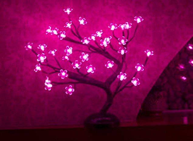 Великолепная лампа вишнёвого цвета, которая принесёт тёплый свет в любую комнату