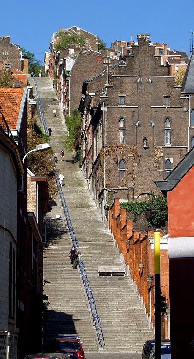 Улица-лестница Montagne de Bueren. Льеже, Бельгия.