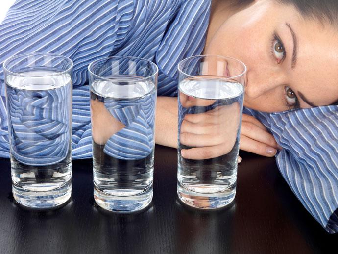 Очищение организма без достаточного количества воды на детокс диете невозможно.