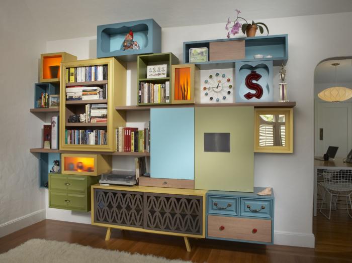 Вместительный шкаф из разной мебели.