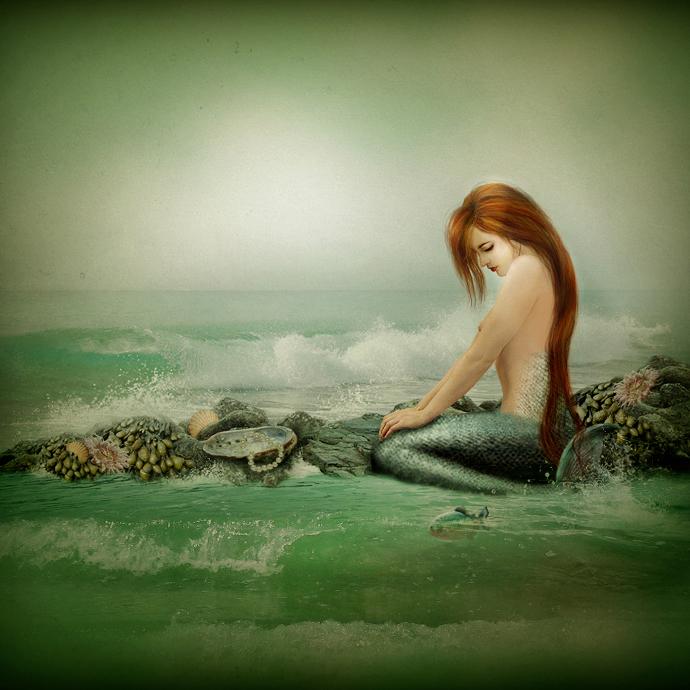 себе картинки как русалка сидит на камне моё