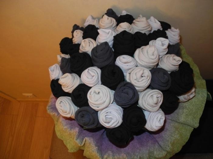 Цветы из носков. /Фото: 1.404content.com