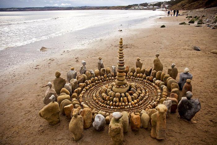 Британский художник Джеймс Брант (James Brunt) из Йоркшира создает удивительные и впечатляющие инсталляции.