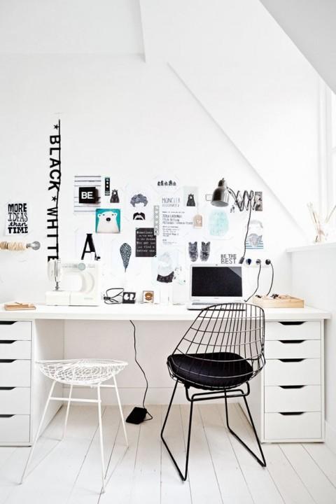 Рабочий стол на двоих - необычное, но практичное решение для небольшой квартиры