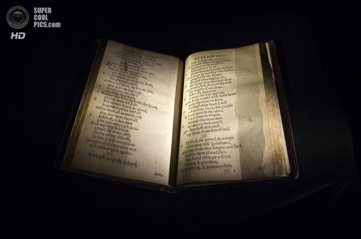 «Массачусетская книга псалмов». (REUTERS/Carlo Allegri)