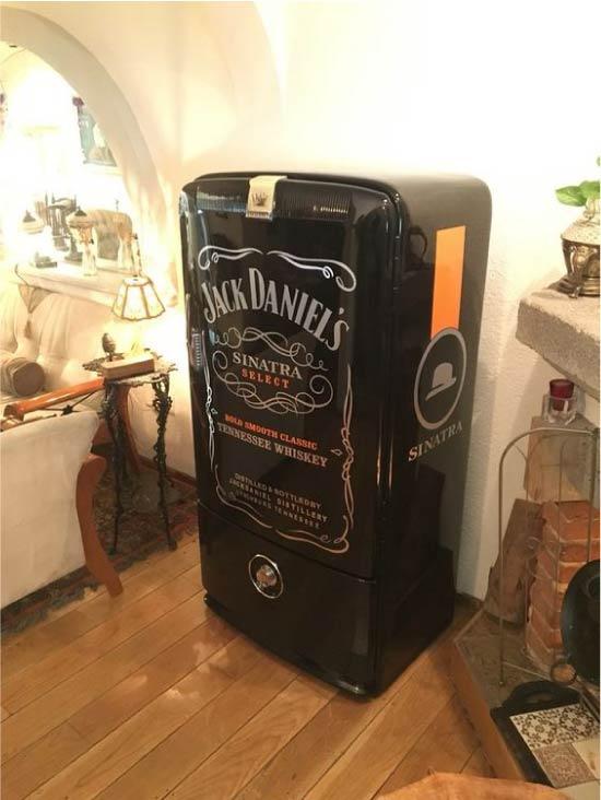 Холодильник, декорированный фотопечатью