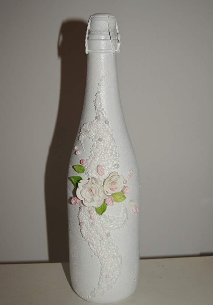 Как украсить бутылку на свадьбу с полимерными цветами