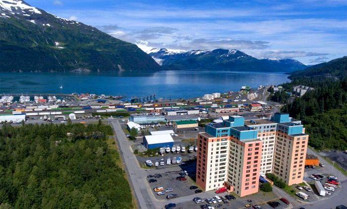 Все жители этого места живут в многоэтажке...одной на всех. /Фото: my-travel.one