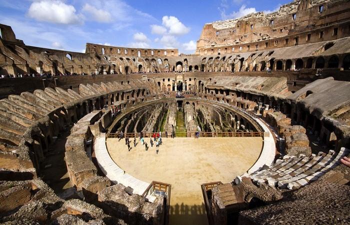 Величественный Колизей. (Рим)
