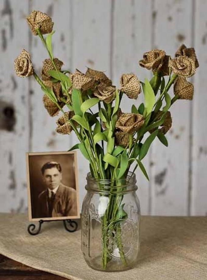 Букет цветов из мешковины
