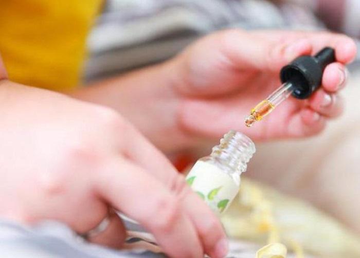 Несколько капель эфирного масла быстро устранят неприятный аромат / Фото: monateka.com