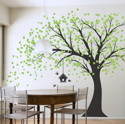 деревья на стене в интерьере