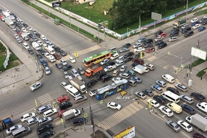 Можно стать причиной настоящего транспортного коллапса. | Фото: s9.stc.all.kpcdn.net