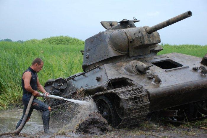 Находят даже целые танки!