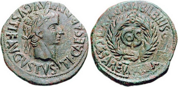 На римских монетах виден след от стертого имени Сеяна