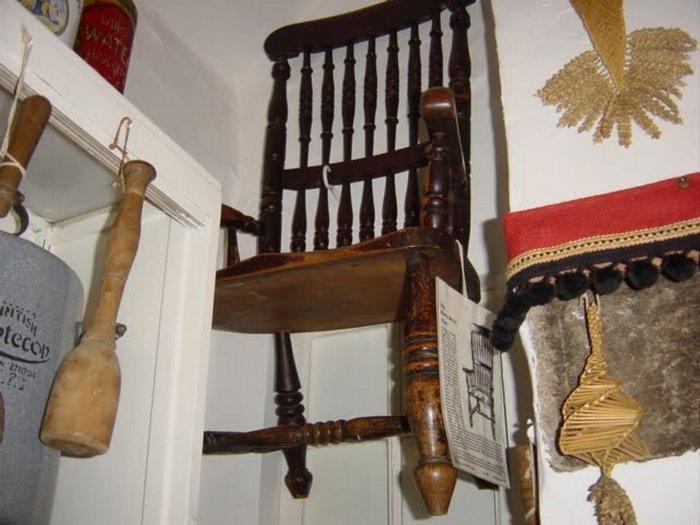 Проклятый стул Басби.