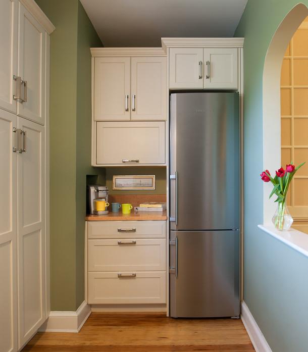 где поставить холодильник на балконе