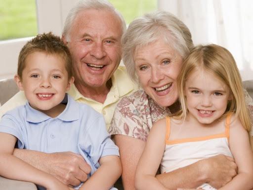 """Бабушки и дедушки – это ВИП-персоны в семье - полезная информация от  интернет магазина """"ЛАВОЧКА"""""""