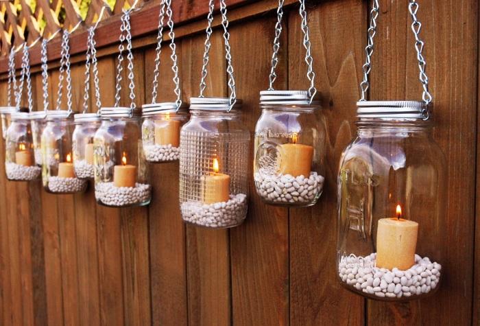 Стильные подсвечники из небольших стеклянных банок, которые станут полезной вещью на дачном участке.