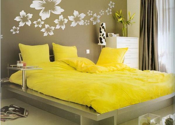 Яркое постельное бельё способно изменить весь интерьер