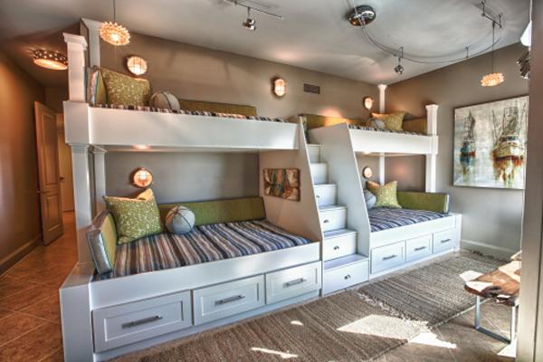 Двухъярусные кровати со множеством ящичков от Lovelace Interiors