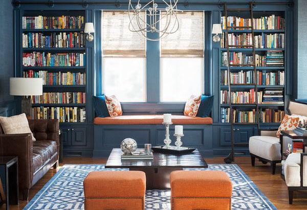 Окно можно превратить в уютный уголок для чтения