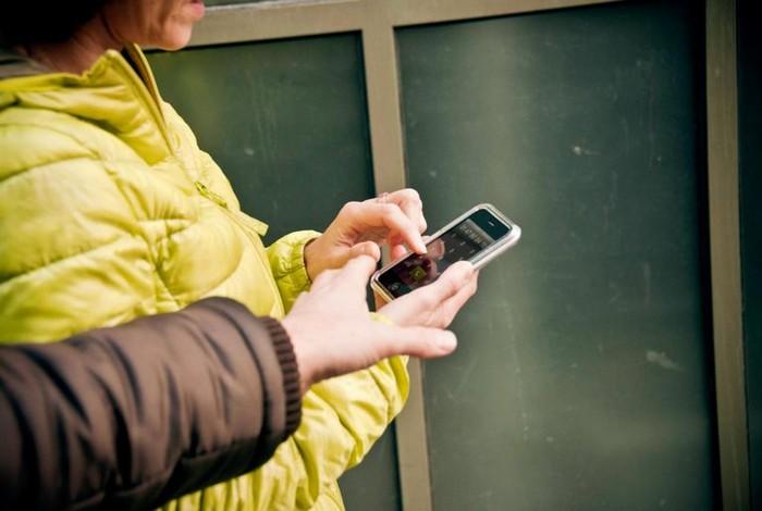 Телефон в руках – лёгкая добыча для воришек.