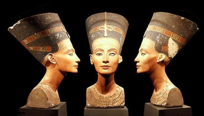 Бюст Нефертити, найденный в 1912 году.