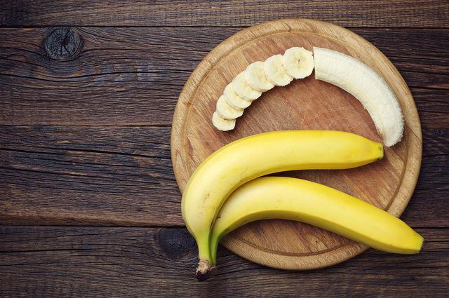 Благодаря нежной текстуре бананы обволакивают слизистую и снимают першение