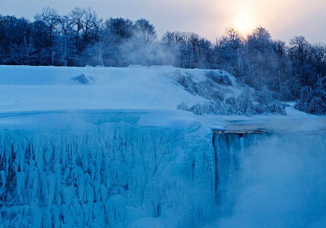 Замерзший Ниагарский водопад 2015