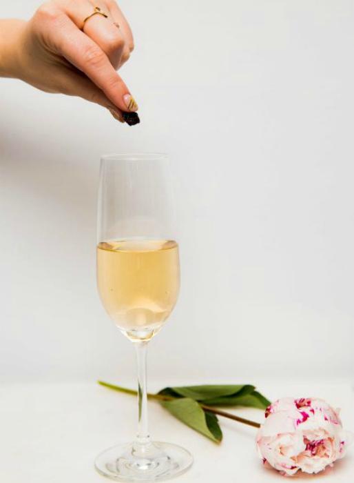 Вернуть пузырьки в шампанское. | Фото: sdelaisam.mirtesen.ru.