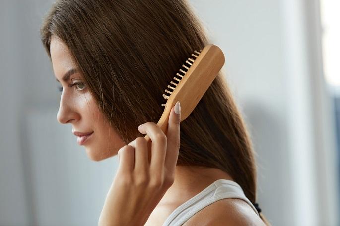 от чего выпадают волосы на голове у женщин
