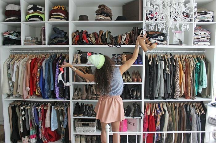 Все шкафы, особенно встроенные, не могут похвастаться хорошей вентиляцией / Фото: vseznayko.com