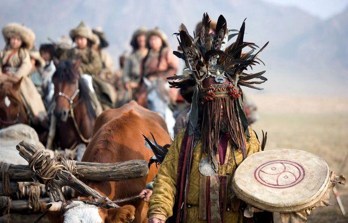Чингисхан терпимо относился к религиям.