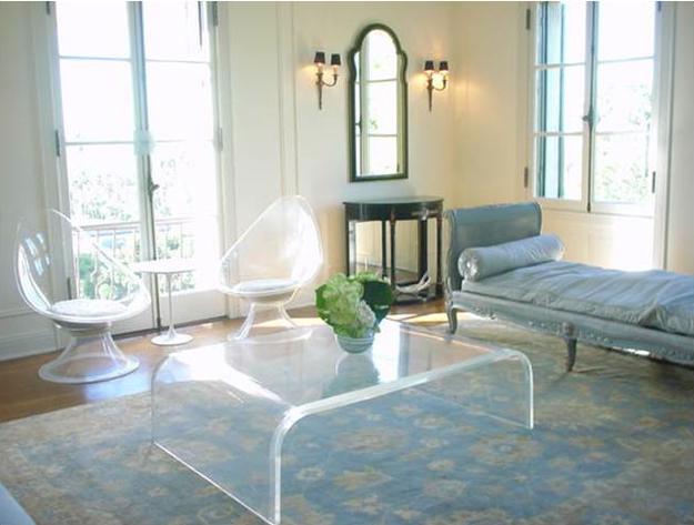 Прозрачная мебель набирает популярность