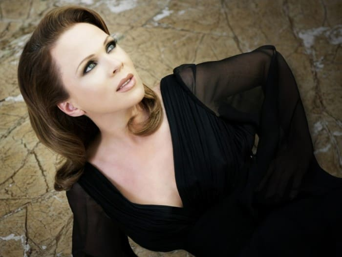 Албанская оперная певица Инва Мула | Фото: jeteraconte.livejournal.com
