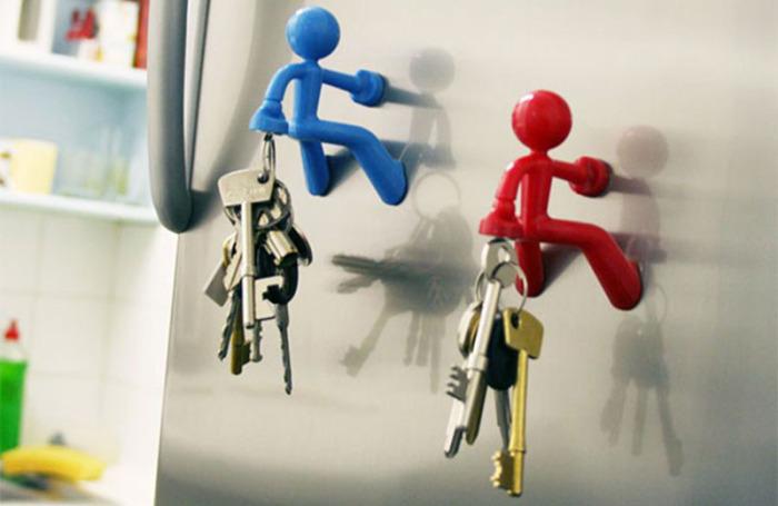 Оригинальный вариант хранения ключей на холодильнике.